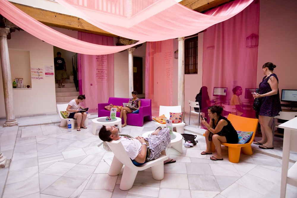hostels-granada-white