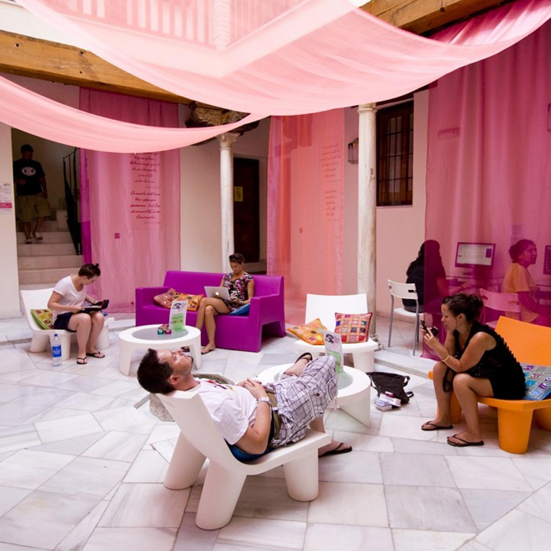 hostels-granada-white